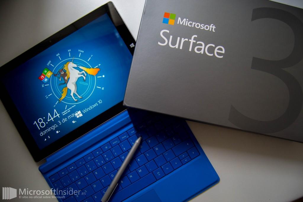 Surface 3 con Type Cover azul y caja
