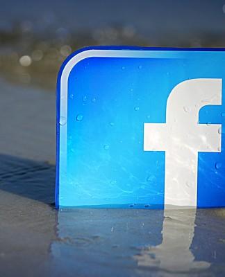 El logotipo de Faceboon saliendo de entre las aguas