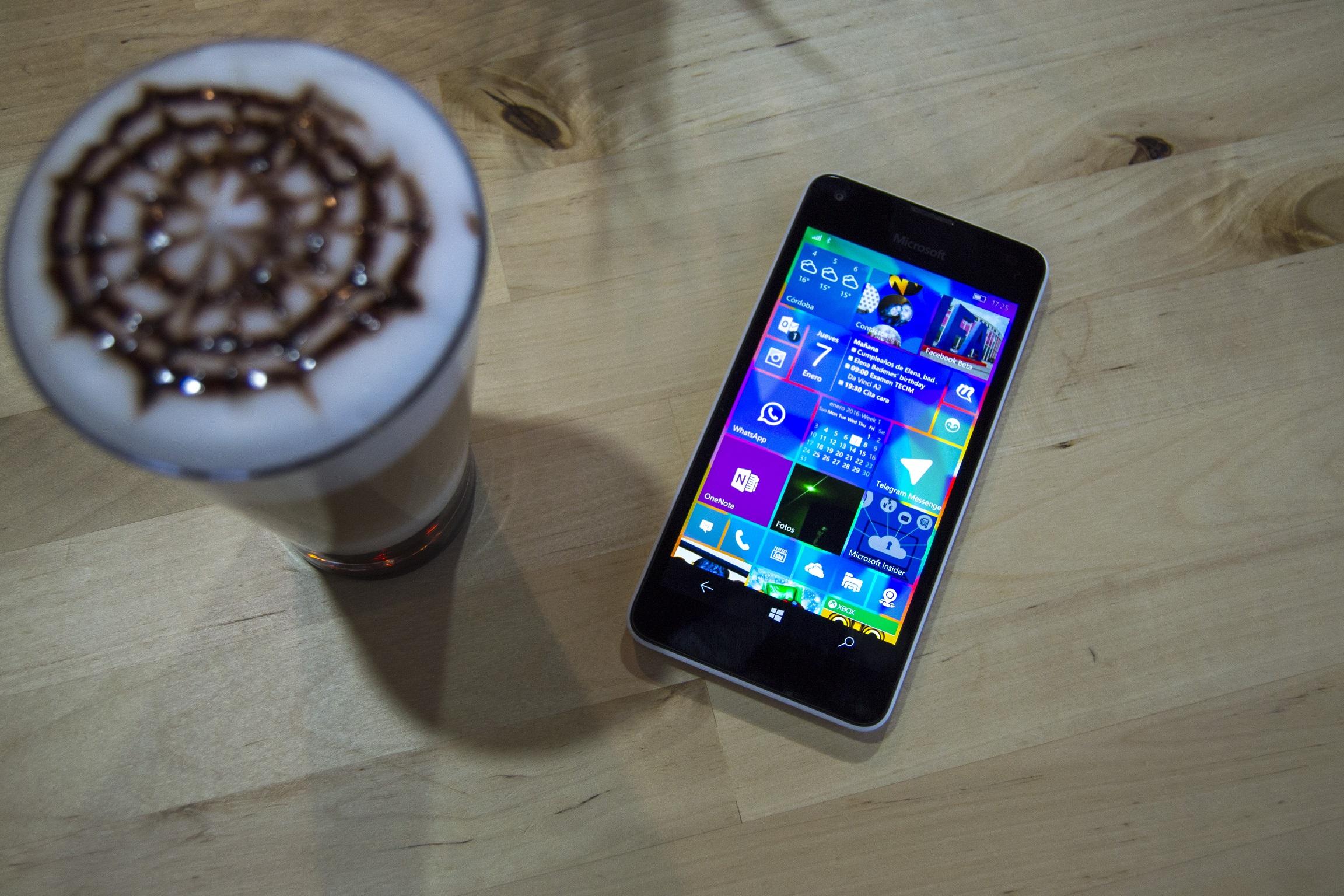 Fotografía del frontal del Lumia 550