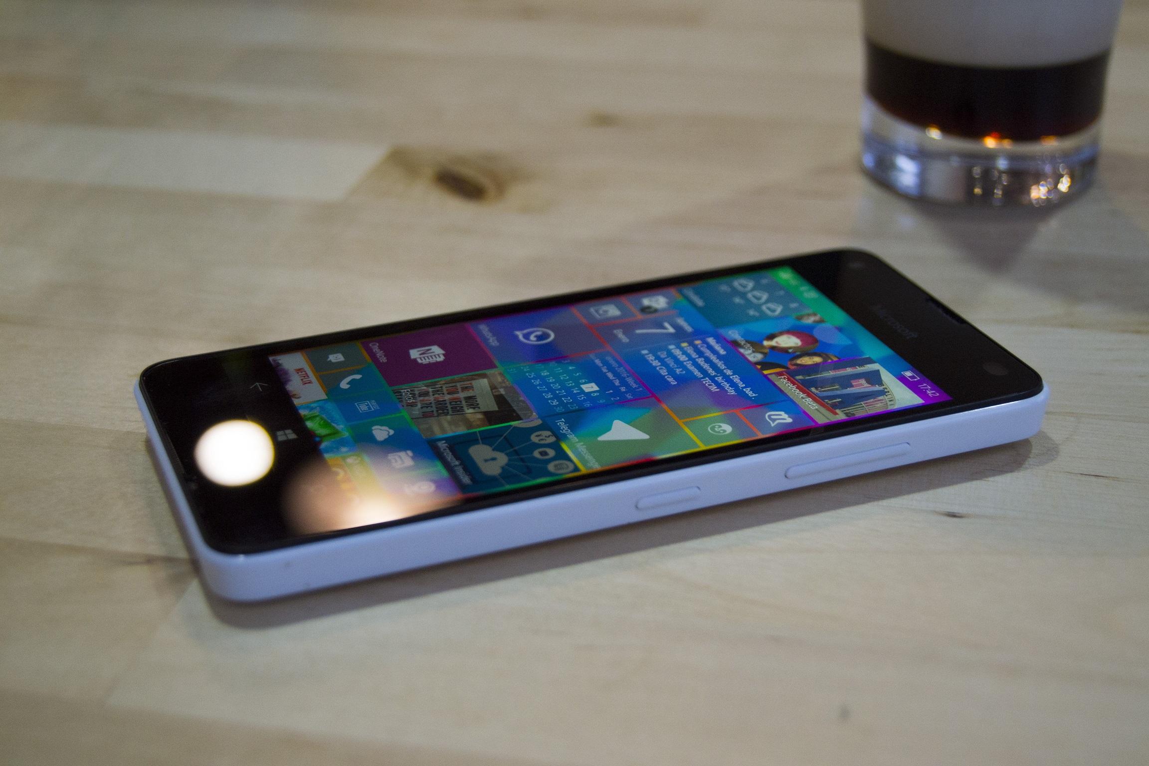 Lateral del Lumia 550