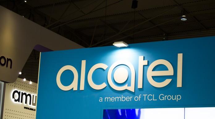 Alcatel prepara su buque insignia con Windows 10 Mobile
