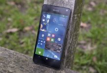 Imagen de un Lumia 650 negro