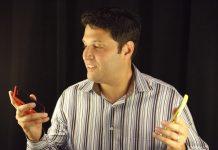 Terry Myerson mostrando Lumia