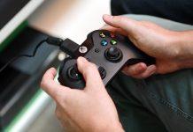 Mando de Xbox One conectado por cable